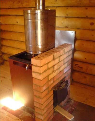 Бак для воды в баню из нержавейки вмонтирован в каменную печь