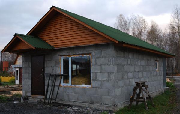 Баня из бетонного блока до обшивки отделочным материалом.