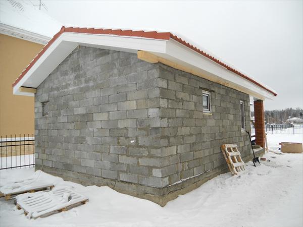 Баня из пеноблоков с двускатной крышей