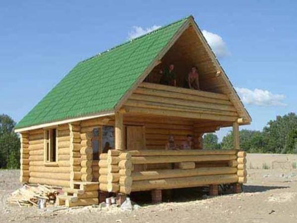 Баня может быть также и домом, если к ней пристроить мансарду или полноценный второй этаж