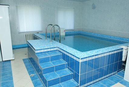Бассейн с холодной водой: фото