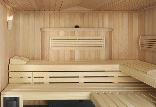 Чтобы такой, как на фото, интерьер бани сохранился как можно дольше, думать о способах и качестве её вентиляции необходимо постоянно