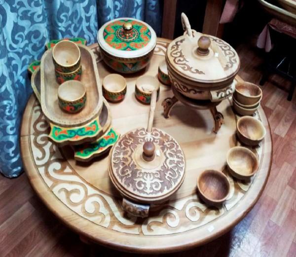 Деревянная посуда прекрасно выглядит и весьма удобна.