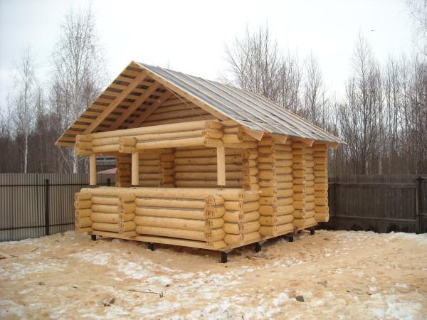 Деревянные бани обладают превосходным внешним видом, являются натуральными и при прогреве выделяют приятный аромат