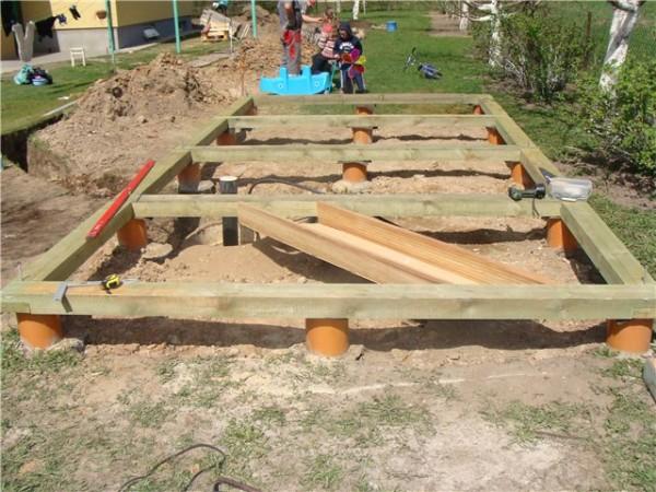 Для каркасной постройки будет достаточно и легкого фундамента