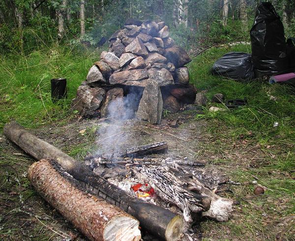 Для печи требуется достаточно много увесистых камней