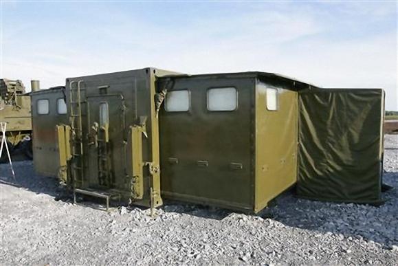 Для помывки личного состава воинских подразделений в походных условиях выпускаются банные блоки БПО-32 с проходимостью до 32 человек в час.
