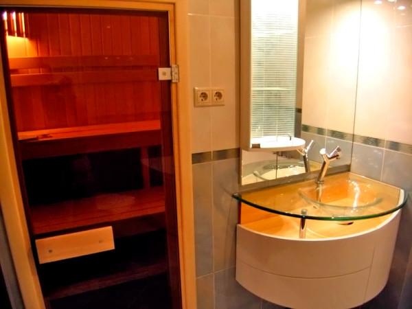 Домашняя инфракрасная сауна в ванной комнате