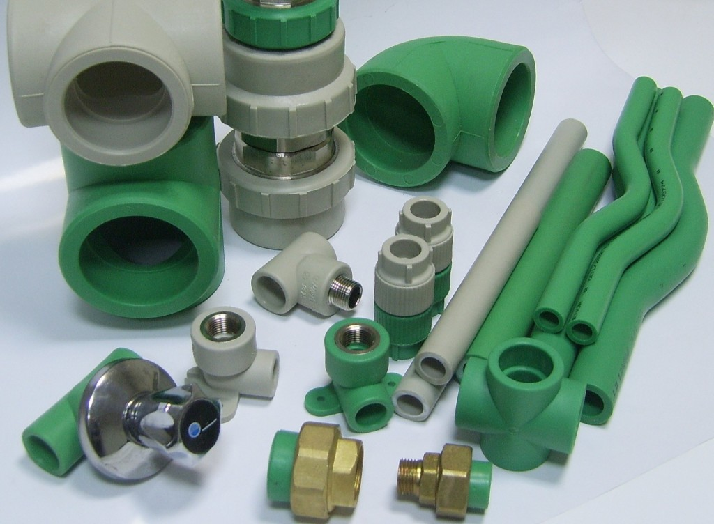 Комплектующие для монтажа водопровода из полипропиленовых труб
