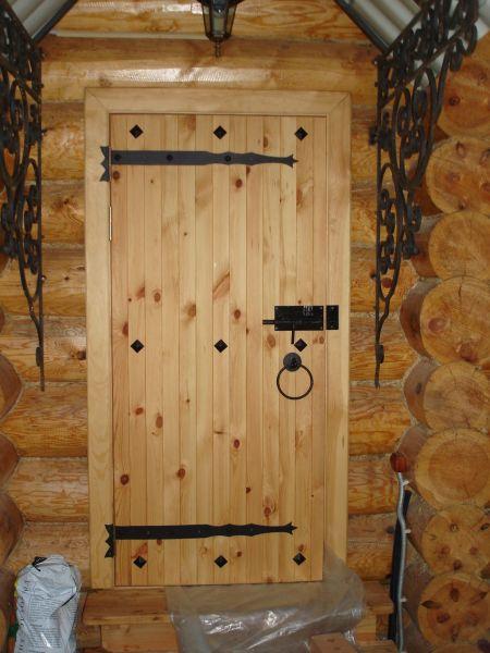 Фото двери, ведущей с улицы в баню