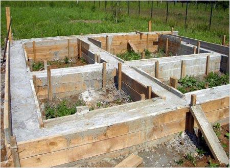 Фундамент – один из самых ответственных конструкционных узлов любого сооружения.