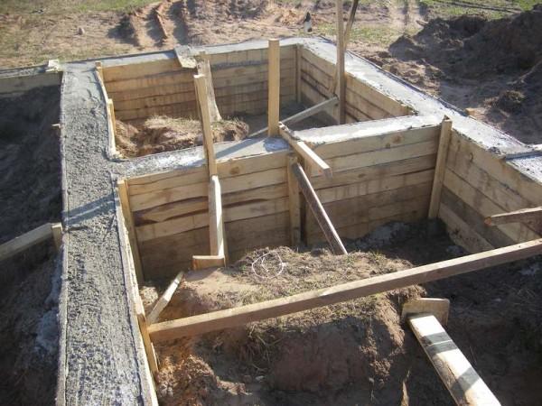 Фундамент и цоколь готов