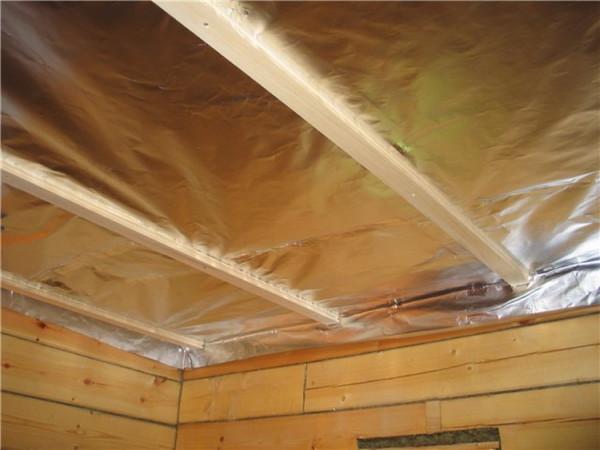 Гидроизоляция потолка бани фольгой