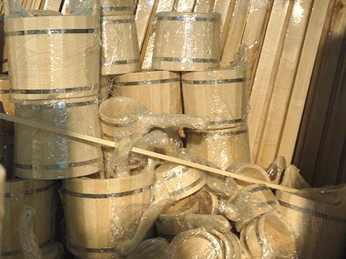 Изделия из дерева для бани лучше всего подчеркивают натуральную красоту традиционного убранства.