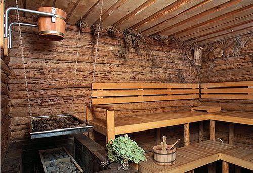 Издревле очаг здоровья и чистоты - баня была оборудована добротными и надежными скамьями из крепкой древесины.
