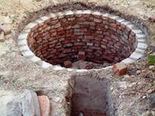 Изготовление колодца с кирпичными стенами