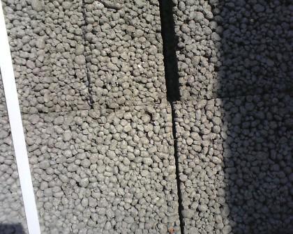 Как и другие пористые материалы, керамзитобетон плохо проводит тепло.