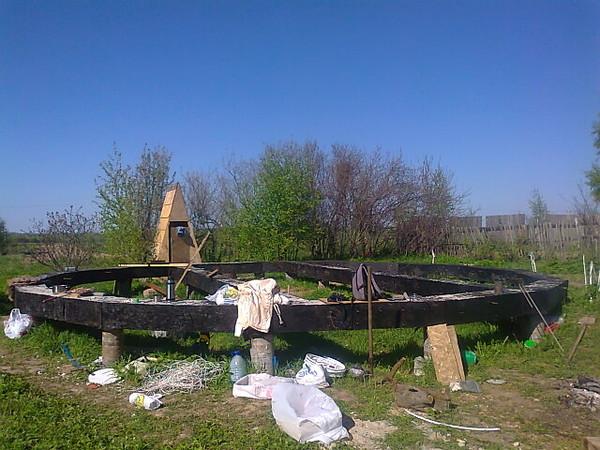 Какой бы необычной не была конструкция купольной бани, начинается ее строительство традиционно – закладкой фундамента.