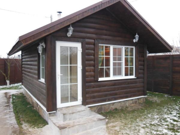 Каркасная баня, отделанная блок-хаусом