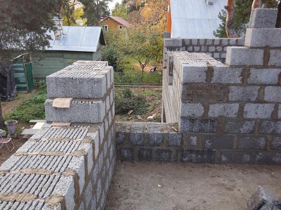 Кладка керамзитобетонных блоков.