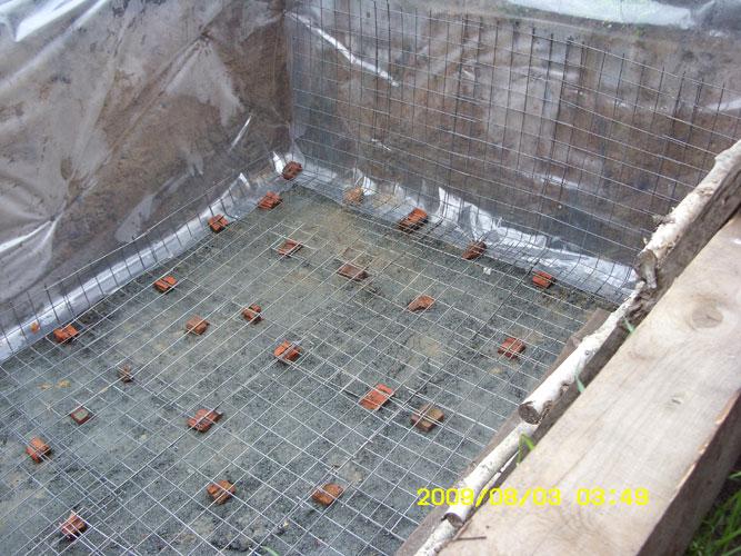 Котлован для строительства бани.