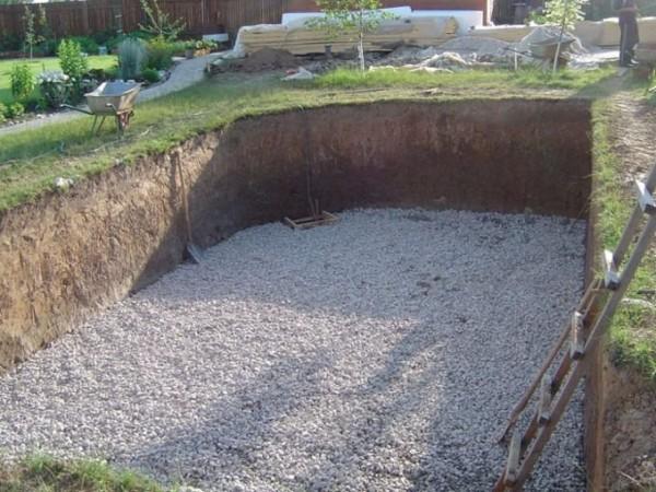Котлован под будущий бассейн