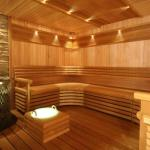 Лак в интерьере бани