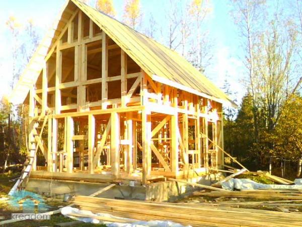 Любительское фото готовой каркасной конструкции