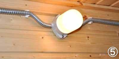 Люминесцентные лампы требуют надёжной изоляции, зато позволяют регулировать яркость