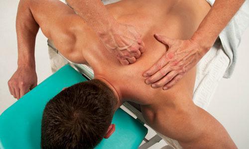 Массажные процедуры (на фото) являются частью спортивной подготовки