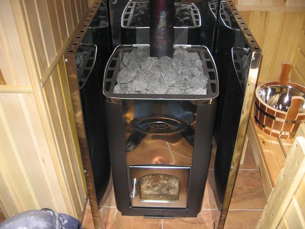 Металлическая банная печка.