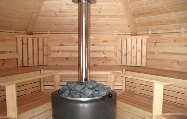 Металлическая печь-каменка.