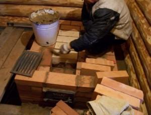 Металлические части печки (поддувало, колосник, зольник) устанавливаются непосредственно в процессе кладки.
