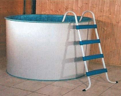 Мобильный бассейн можно расположить не только в бане, но и на улице, и даже дома (на фото)