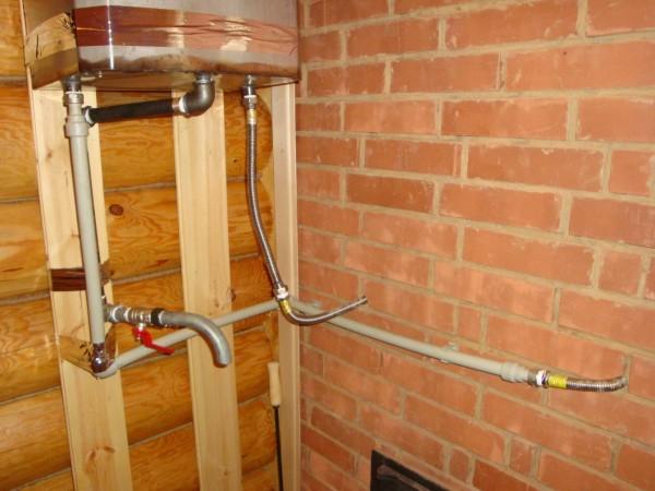 На данном фото показано примерное расположение труб для холодной и горячей воды