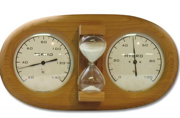 На фото - стрелочный термогигрометр и песочные часы