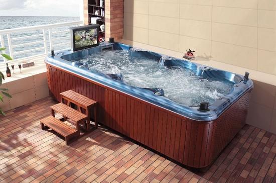 На фото – гидромассажная ванна