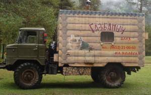 На фото – мобильная парная в кузове грузового автомобиля.
