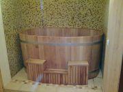 На фото – овальная деревянная купель.