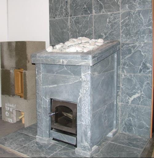На фото - банная печь-каменка из облицованная талькохлоритом