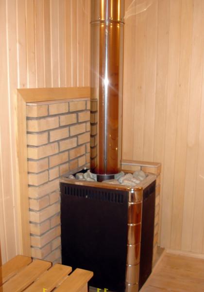 На фото компактная и безопасная печь-каменка
