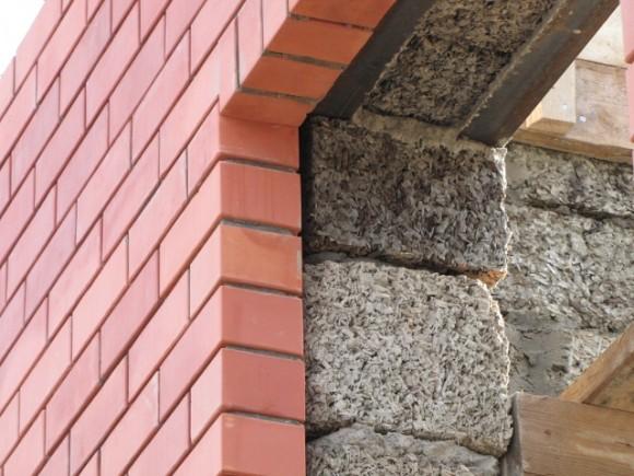 На фото показана облицовка фасада кирпичем.