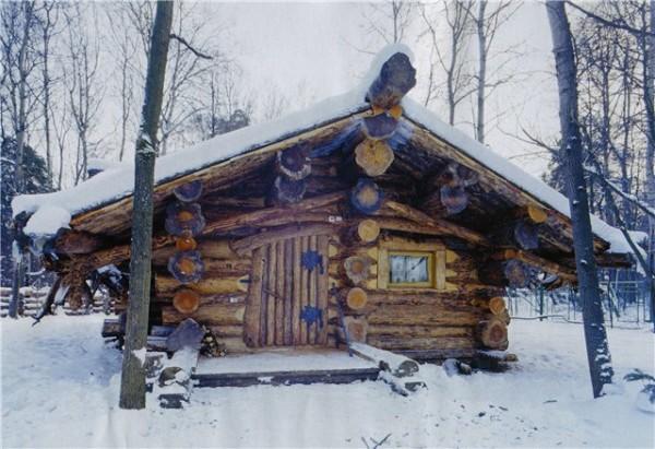 На фото старая постройка бани