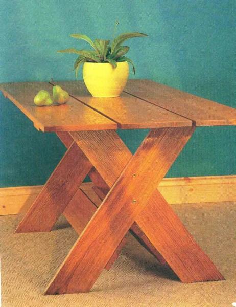 На фото столик, который вы можете сделать сами
