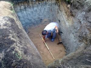 На фото: яма для септика