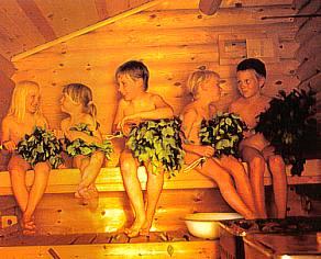 На изображении видно, что дети посещают баню с удовольствием
