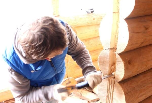 Подготовка сруба к установке дверного полотна.