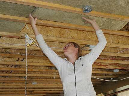 Потолок тоже требует изоляции тепла