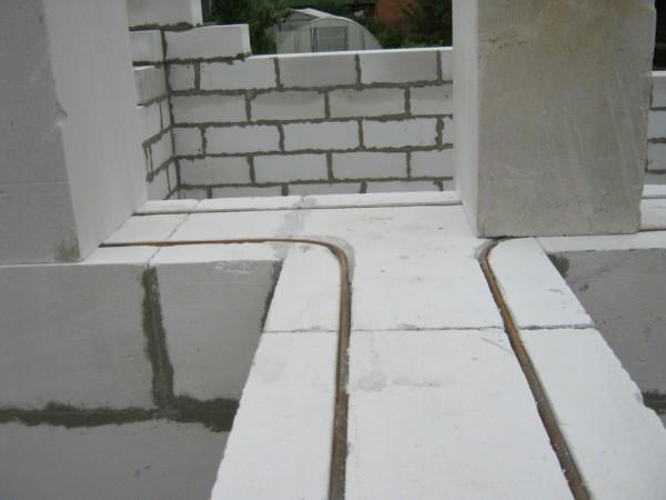 Принципы армирования стены, сложенной из блоков