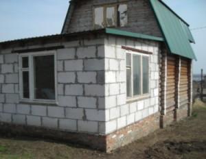 Пристройка бани из пеноблоков к деревянному строению